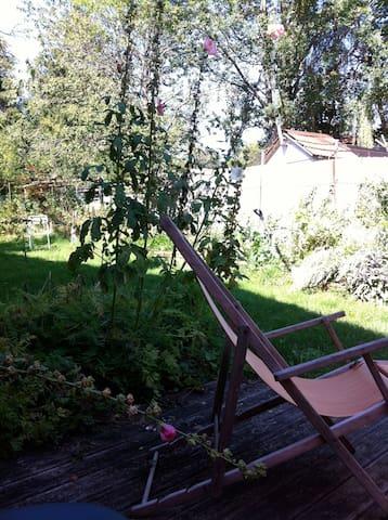 Repos dans le jardin, en été.
