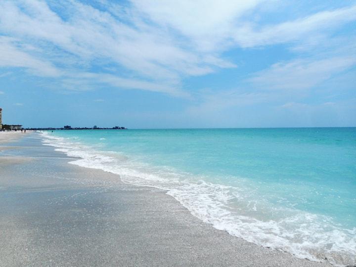 $99 special LIDO KEY Stylish condo CLOSE TO BEACH!
