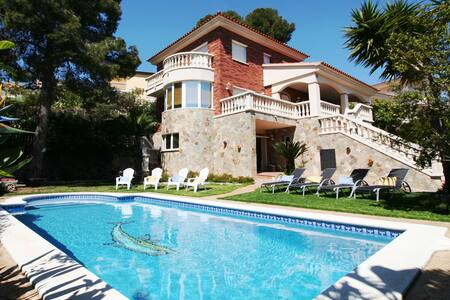 Villa Lotus, villa in Calafell with private pool