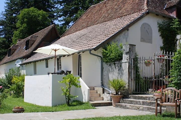 Terrace  Cottage at Domaine Lavie - free WIFI