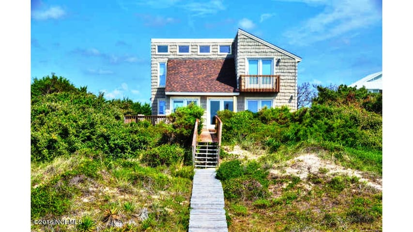 Fair Winds & Following Seas-Oceanfront Home