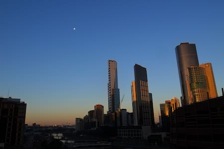 Cosy apartment at Southern Cross with great view - メルボルン