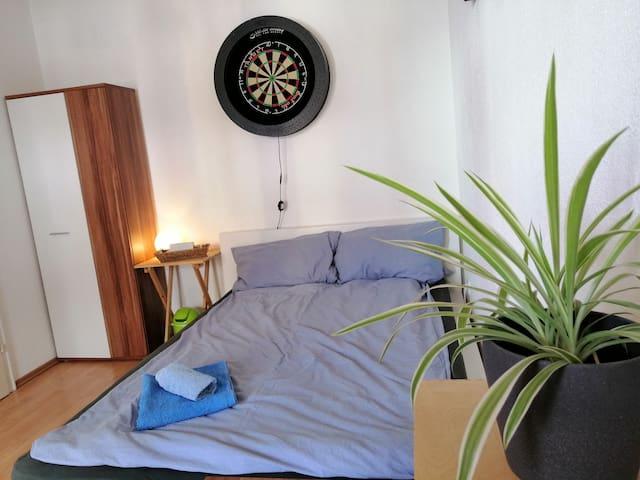 Gemütliches, sonniges Zimmer mit eigenem Balkon