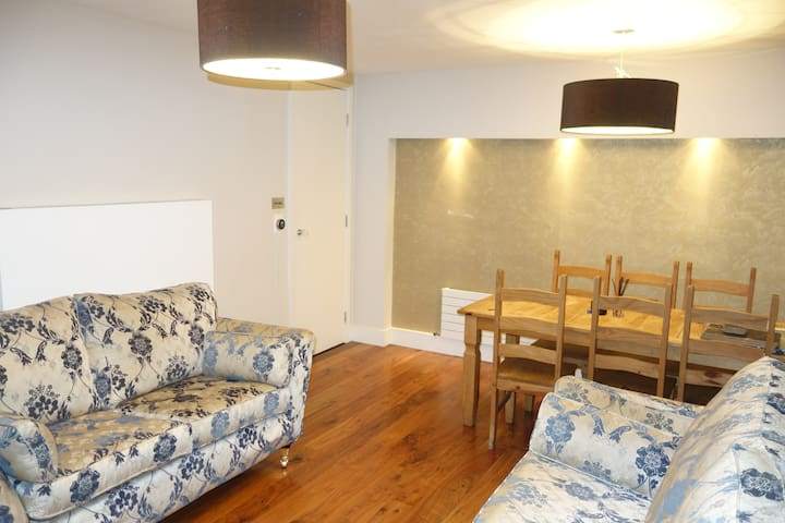 Light, modern 3 bed flat in the heart of London