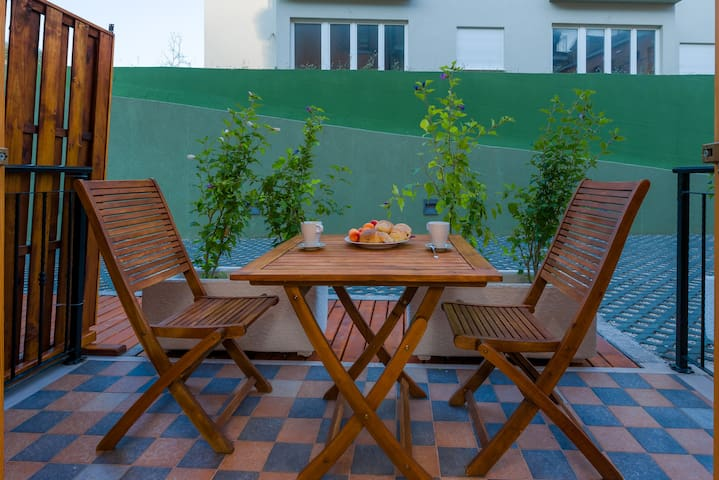 Vallum APT. Studio with terrace 2people