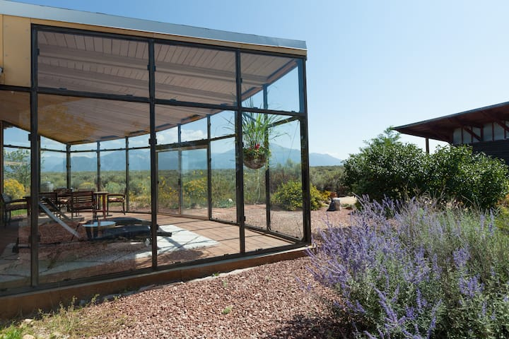 Hip adobe haven w/magnificent glass house & garden