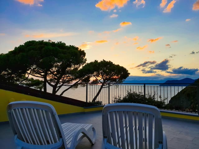 Sea view apartment with garden, panoramic terrace