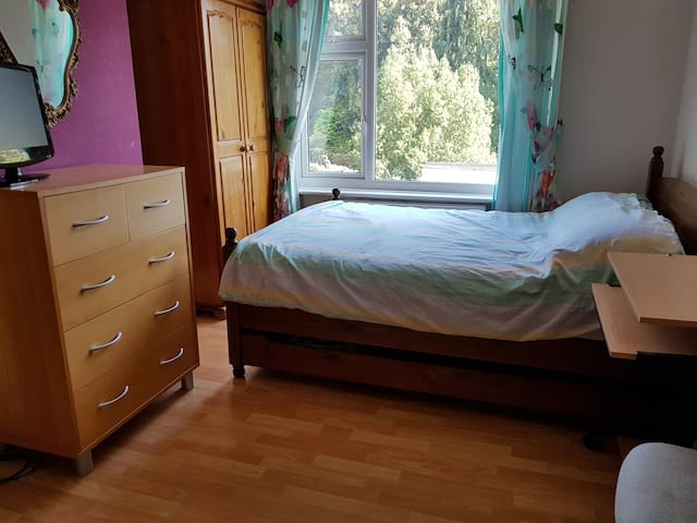 Large bright airy double room. Garden views.