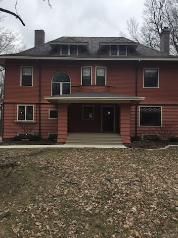 Gorgeous 4 BR historic home - Bloomington - Haus
