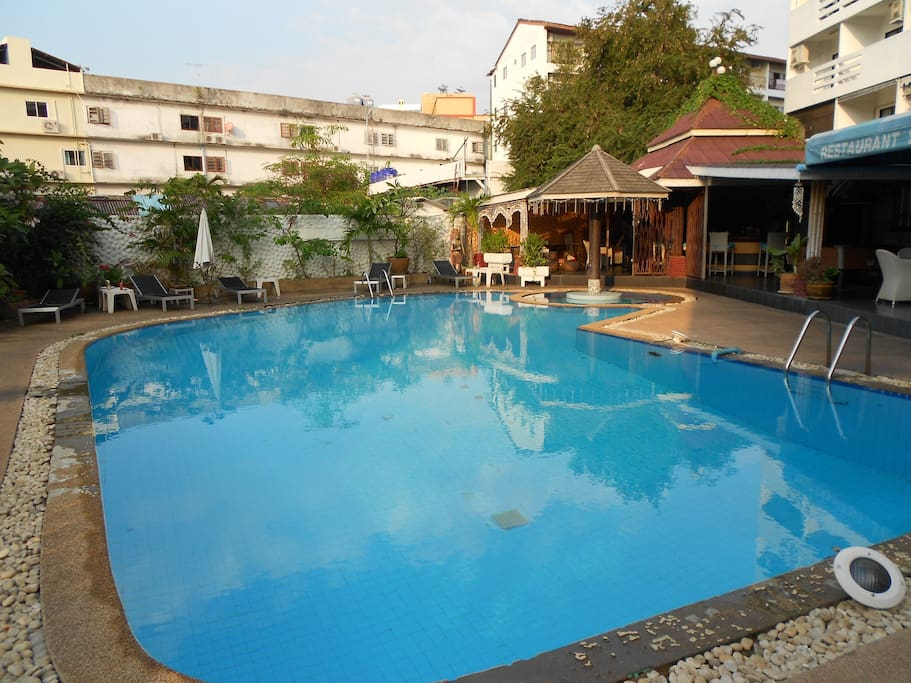 La marina guest house in pattaya city chon buri thailand for Cash piscine 81