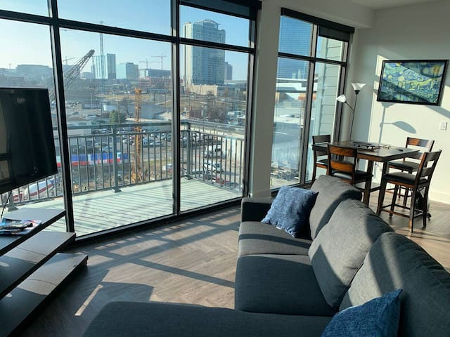 2 King Size Beds-2 Blocks from Broadway-Great View