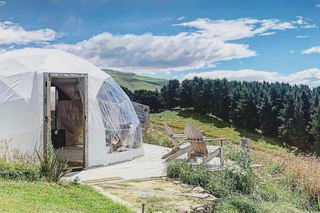 Valley Views Glamping - 'Te Kohurau' Geodome tent