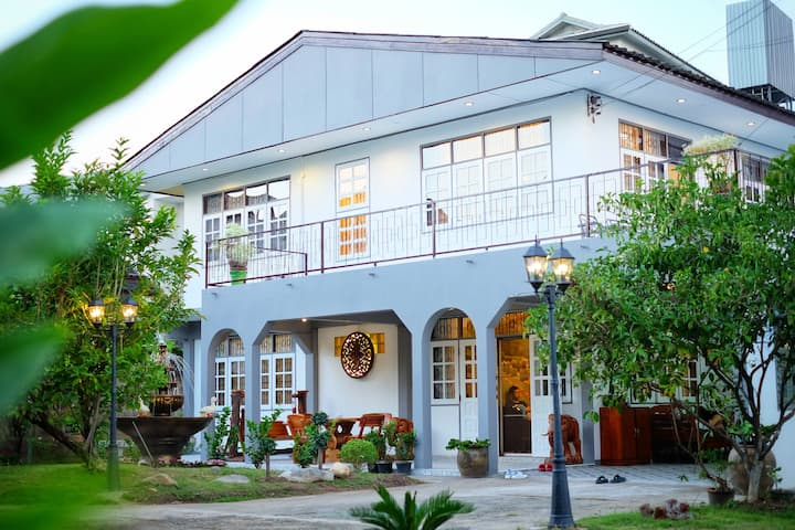 Prachum Homestay  middle  in  the old town