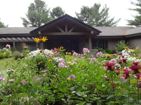 Forest Gardens Getaway - A B&B Nature Retreat