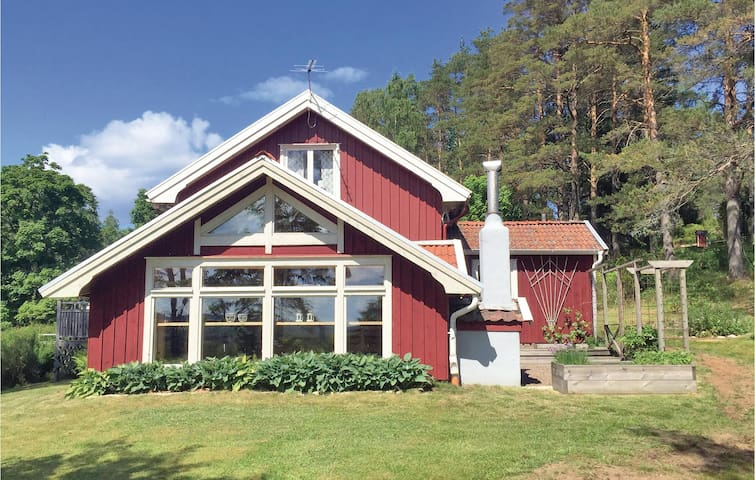 Holiday cottage with 2 bedrooms on 77m² in Högsäter