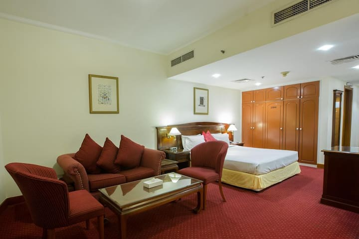 Couples Friendly-PVT. Hotel Room-Metro Connected