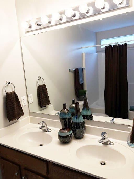 Private Master Bath/Main Level With Multi-Setting Shower Head