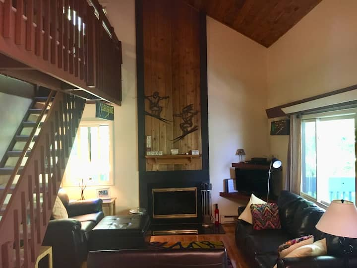 Okemo Ski Condo, Steps from trails. Modern & Cozy