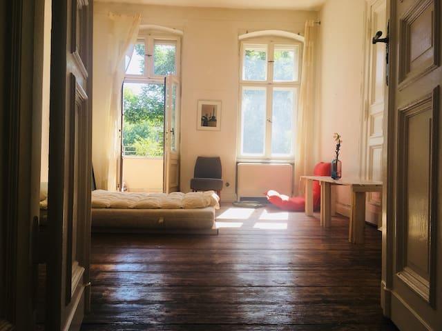 Beautiful room in the heart of Kreuzberg women