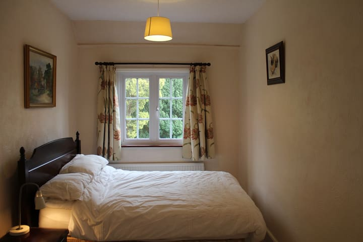 Country Home Bed and Breakfast -Private Room for 2 - Poulshot - House