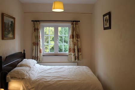 Country Home Bed and Breakfast -Private Room for 2 - Poulshot