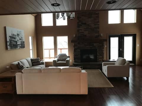 4 Season Cottage overlooking Lake of the Prairies