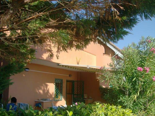 Affittasi villetta vista mare con posti auto - Agropoli - Townhouse