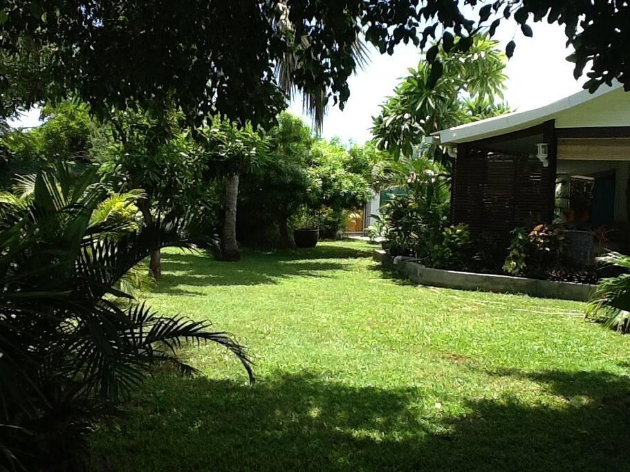 Maison cr ole avec grand jardin houses for rent in la - Maison moderne avec jardin saint paul ...