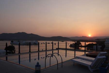 Hotel Udaigarh Udaipur - Udaipur - Bed & Breakfast