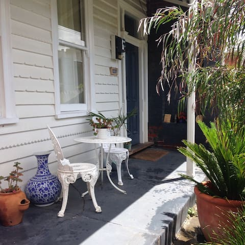 Arthouse Cottage - a charming space to relax in. - South Yarra - House
