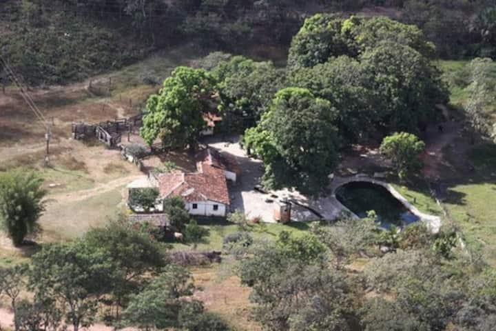 Fazenda com Piscina natural e Cachoeira