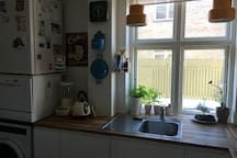 Kitchen, fully equipped (incl. microwave and small dishwasher apart from the basics).