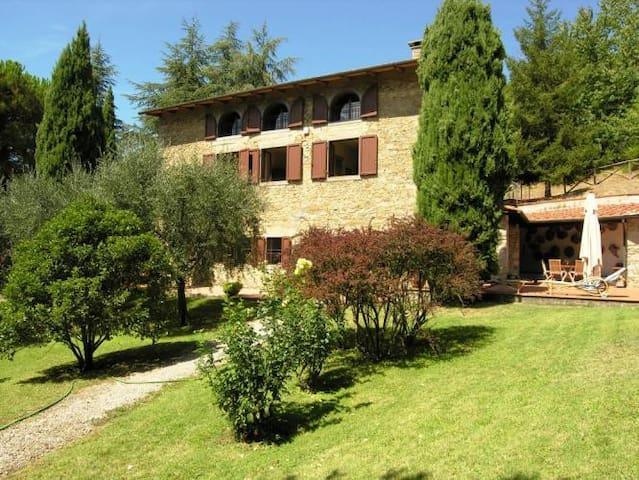 Panoramic villa, private garden, pool & tennis - Barberino di Mugello - Casa