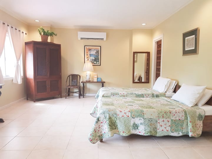 Abaseria deli and cafe bnb (Room A)