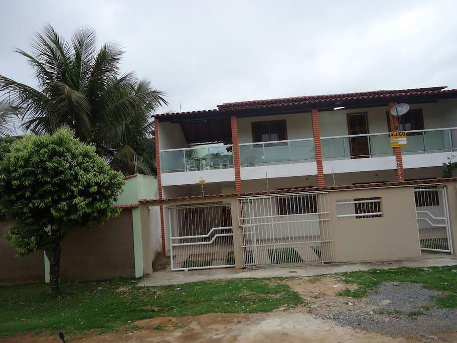 Casa de cima com varanda frontal