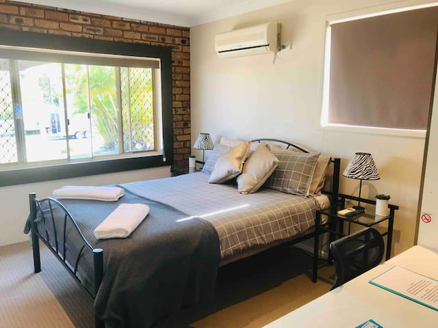 2 bedroom private guesthouse in Parkwood Free WiFi