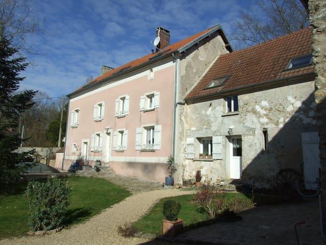 Propriété avec piscine couverte proche Paris - Saint-Cyr-sur-Morin - House