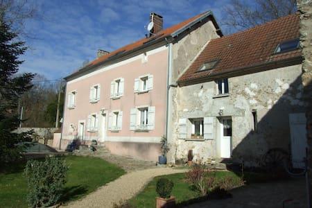 Propriété avec piscine couverte proche Paris - Saint-Cyr-sur-Morin - บ้าน