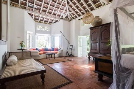A Private Pool Villa w/ staff~ jungle view + Galle