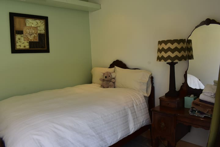 Tygh Ridge Ranch Lodge - Sage Guest Room