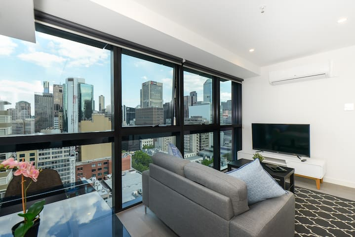 Modern 1 Bedroom Apartment Near Melbourne Central