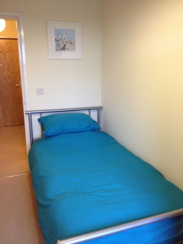 Single room in sunny Swindon