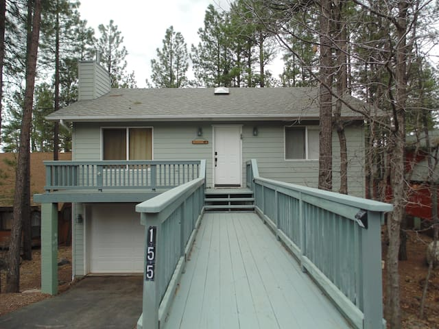 Beautiful 3 bedroom Getaway in the pines. - Munds Park - Casa