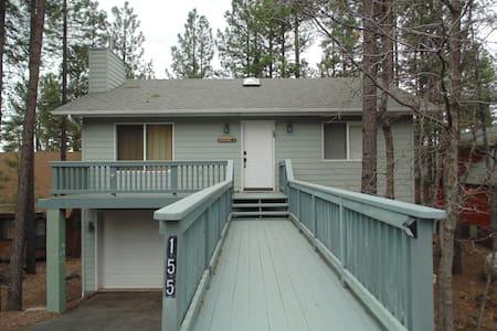 Beautiful 3 bedroom Getaway in the pines. - Munds Park - Talo