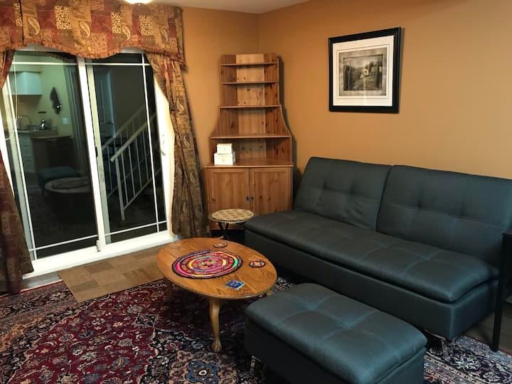 Cozy Private Suite in a Quiet Neighborhood