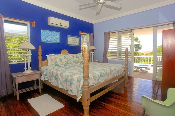 Pool, 500m to Beach, Staff & Chef, 1 Beds, 1 Bdrms, (HTV236)