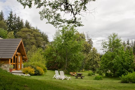 Room type: Entire home/apt Property type: Cabin Accommodates: 5 Bedrooms: 2 Bathrooms: 2