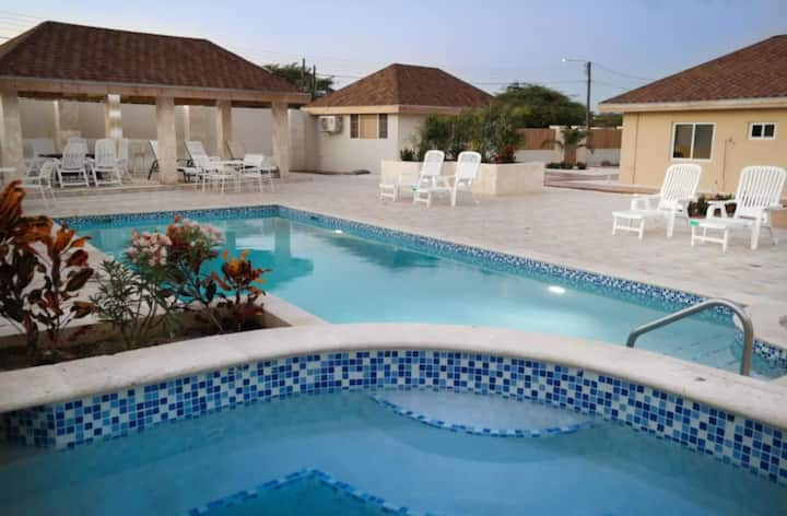 Quality apartment with pool and jacuzzi near beach
