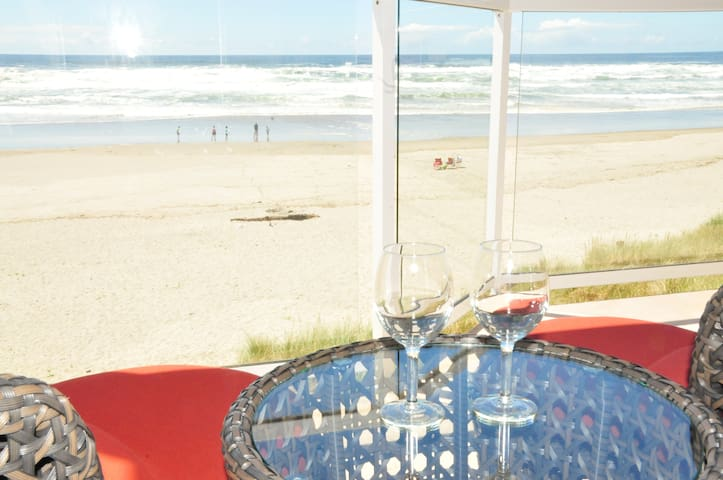 Oceanfront Vacation Rental w/ Hot-Tub (sleep 18) - Rockaway Beach
