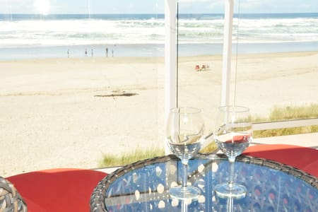 Oceanfront Vacation Rental w/ Hot-Tub (sleep 18) - Rockaway Beach - Byhus